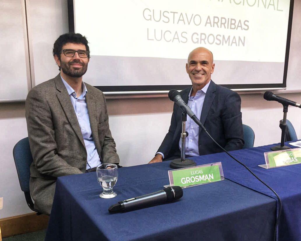 El rector de la Universidad de San Andrés Lucas Grosman junto al Director General de la AFI Gustavo Arribas.